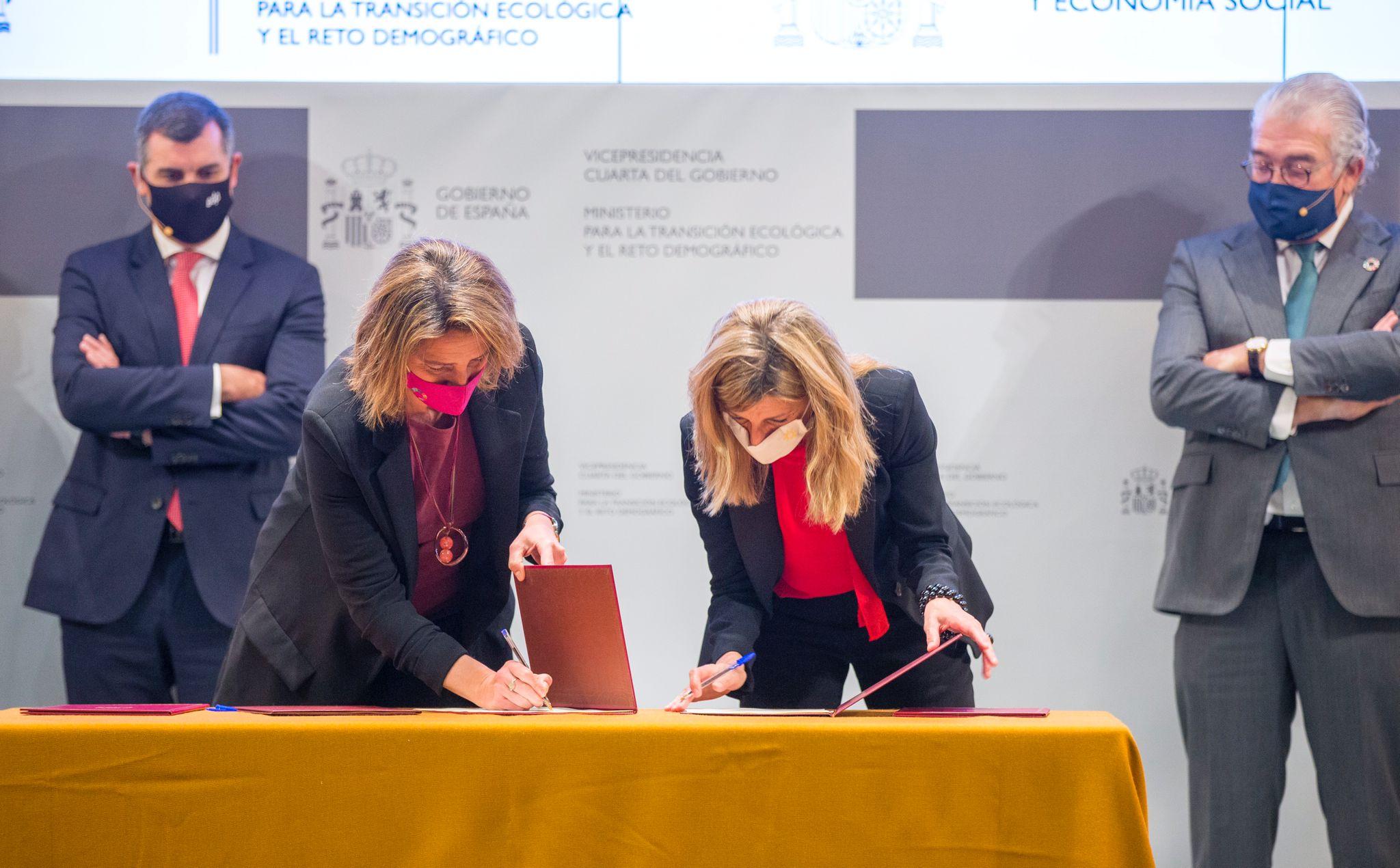 El Gobierno firma con sindicatos y empresas el Acuerdo para la Transición Justa, que ampara desde hoy a todas las centrales térm...