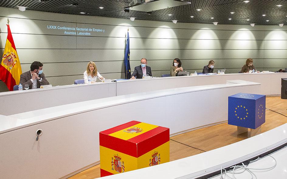 Acuerdo entre Trabajo y las comunidades autónomas para la distribución de 2.111 millones de euros para la nueva generación de Po...