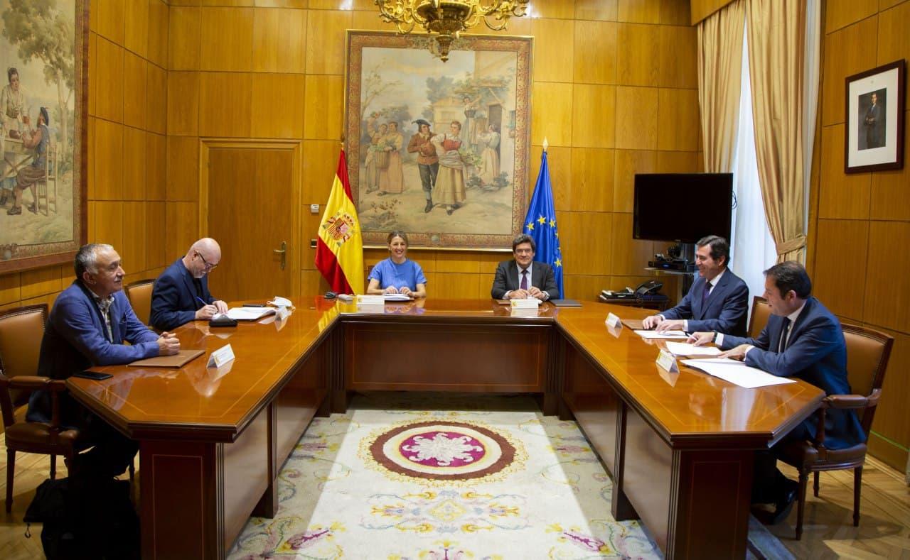 Gobierno y agentes sociales alcanzan un principio de acuerdo para extender la protección de los ERTE hasta el 30 de septiembre